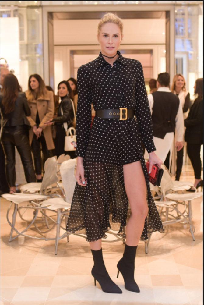 0b6267ed160 Tudo por conta da chegada da coleção Outono-Inverno e da bolsa Saddle na loja  exclusiva da Dior. Quem passou por lá  Siga a seta para ver.