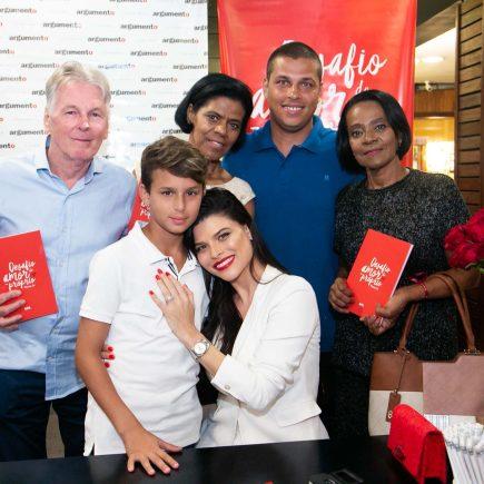 """Jornalista Michele Pin lança livro """"Desafio do Amor Próprio"""""""