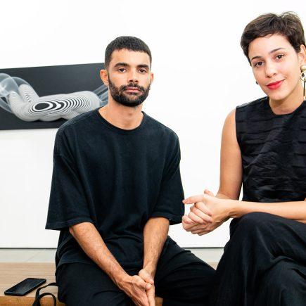 Exposição do artista suíço Philippe Decrauzat, pela galeria Nara Roesler, atrai jovens e famosos