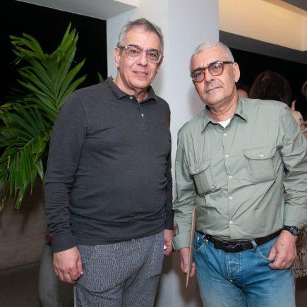 Curador Sergio Zobaran recebe amigos no Janeiro Hotel, na praia do Leblon