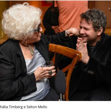 Nathália Timberg festeja 90 anos cercada de amigos