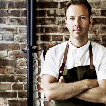 Dinamarquês Mads Refslund cozinha com chefs do Fairmont Copacabana