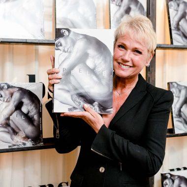 Lançamento do livro PELE reúne famosos como Xuxa e Flávia Alessandra, no Rio