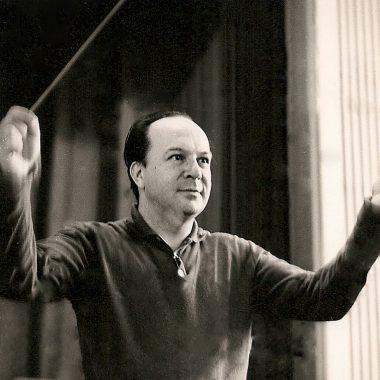 Orquestra Sinfônica do Theatro Municipal faz homenagem aos 100 anos de nascimento de Claudio Santoro