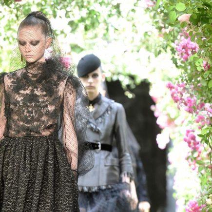 O preto reinou no desfile de alta costura da Dior