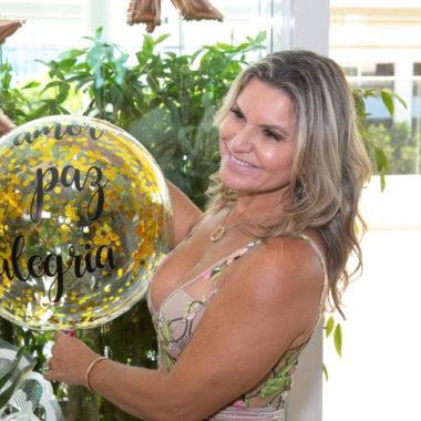 Karla Edde  celebra mais uma primavera cercada de amigas queridas