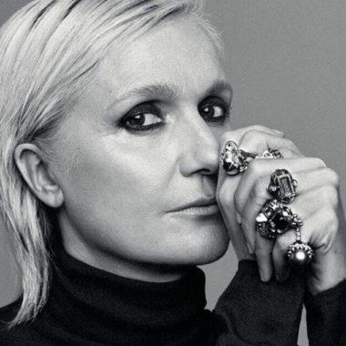 Diretora Criativa da Dior , Maria Grazia Chiuri fechada em sua casa em Roma para trabalhar