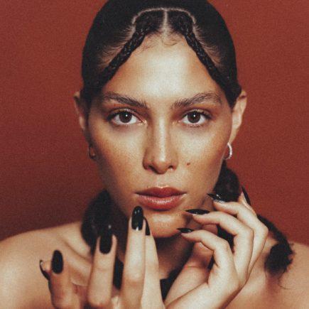 Artista trans Marcella Maia anuncia carreira musical com lançamento de single e clipe