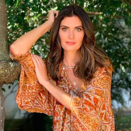 De pijama, Isabella Fiorentino conta história para crianças hospitalizadas no projeto Viva Personas
