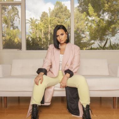 Demi Lovato é a anfitriã do E! People's Choice Awards 2020
