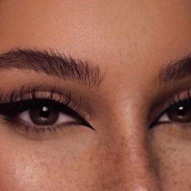 Foxy eyes: O que é esta polêmica tendência de beleza que vem ganhando adeptas pelo mundo