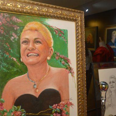 A Casa Florah em Sao Paulo recebeu uma exposição do Instituto Hebe com diversos looks e prêmios da apresentadora