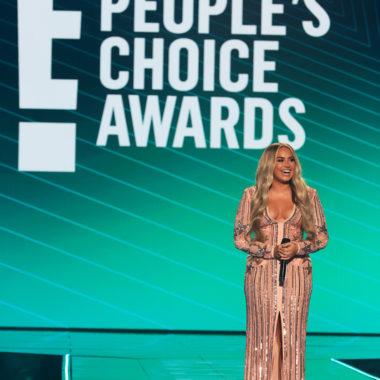 Manu Gavassi é a vencedora do E! PEOPLE'S CHOICE AWARDS 2020 na Categoria Influenciadora Brasileira