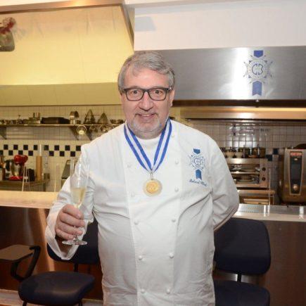 Homenagem ao Chef Roland Villard com a Medalha Tiradentes, no Le Cordon Bleu Rio de Janeiro, em Botafogo.