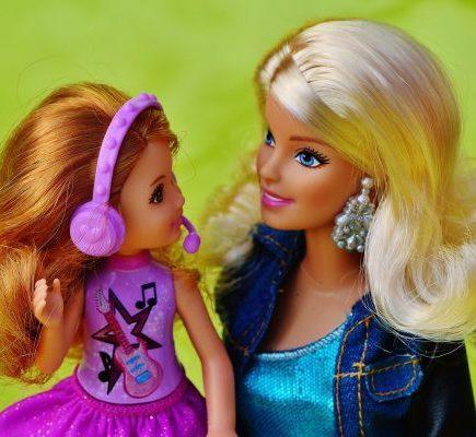 Barbie comemora legado inspirador no Dia Internacional da Mulher