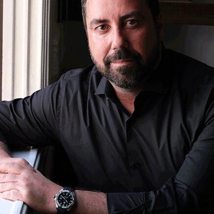 Maior especialista do segmento de alto padrão, Carlos Ferreirinha aborda o mercado de luxo de Goiânia em live