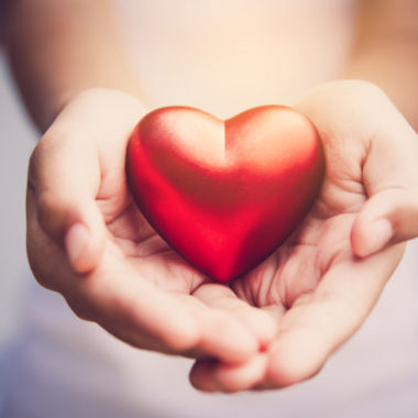 Grupo Mantiqueira faz doação à Pro Criança Cardíaca com venda dos Ovos Solidários do Coração