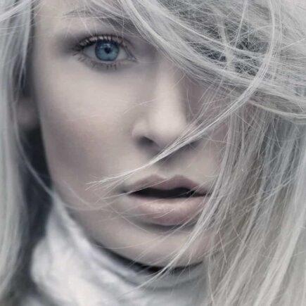 Cabelos grisalhos, hairstylist ensina 5 dicas de cuidado e beleza