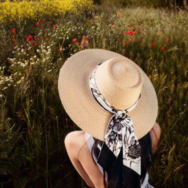 SALVATORE FERRAGAMO lança coleção Tuscan Wildflowers, que no Brasil conta com a colaboração da artista carioca Marina Papi