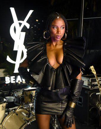 Yves Saint Laurent Beauté recebeu convidados em super live show celebrando linha de maquiagem e novas fragrâncias
