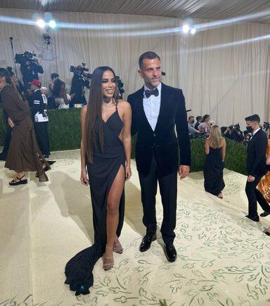 Alexandre Birman marca presença no MET Gala 2021 com a cantora Anitta